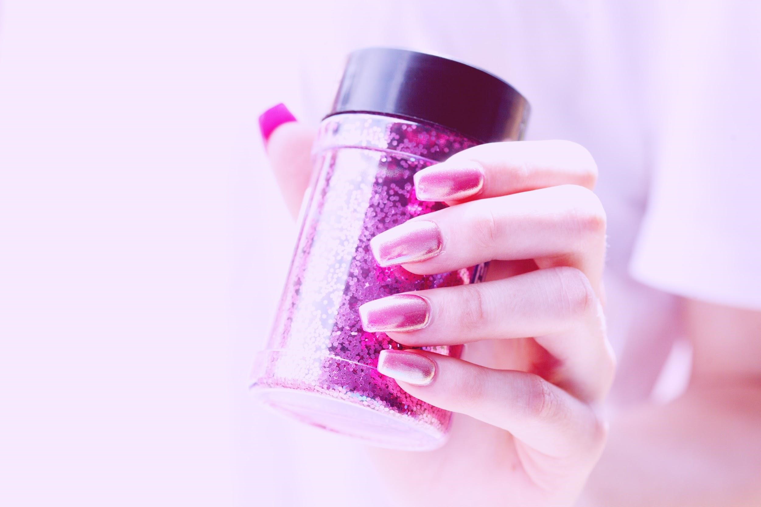 a hand with glitter for the nails